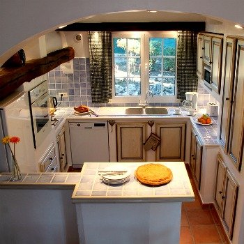 Villa Carpe Diem Provencal Kitchen